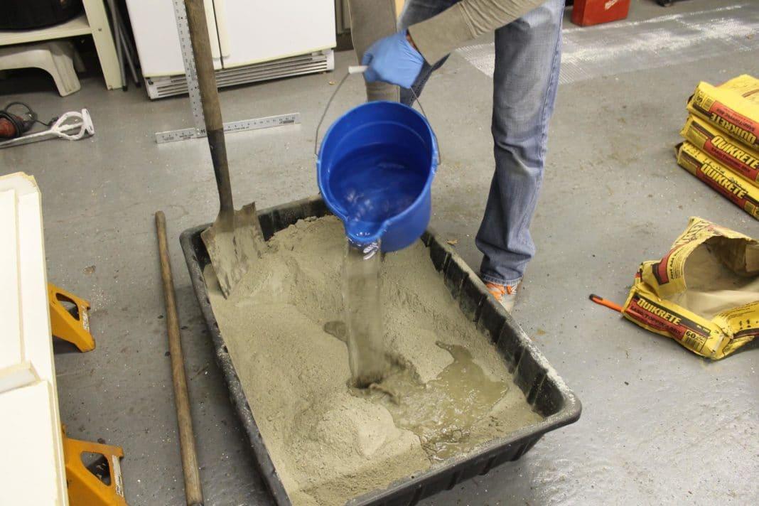 как мешать раствор цемента